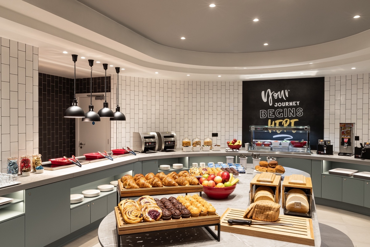 Hilton-2021-Breakfast Area