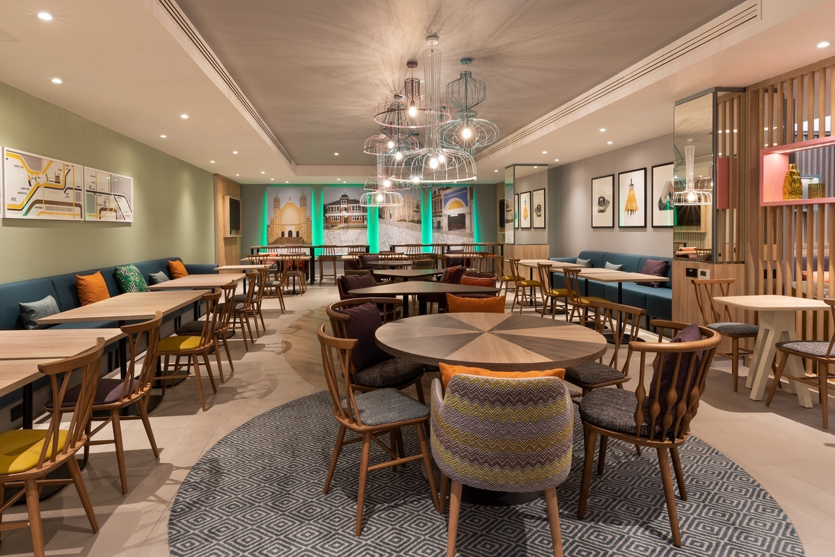 Hilton-2021-Breakfast Lounge