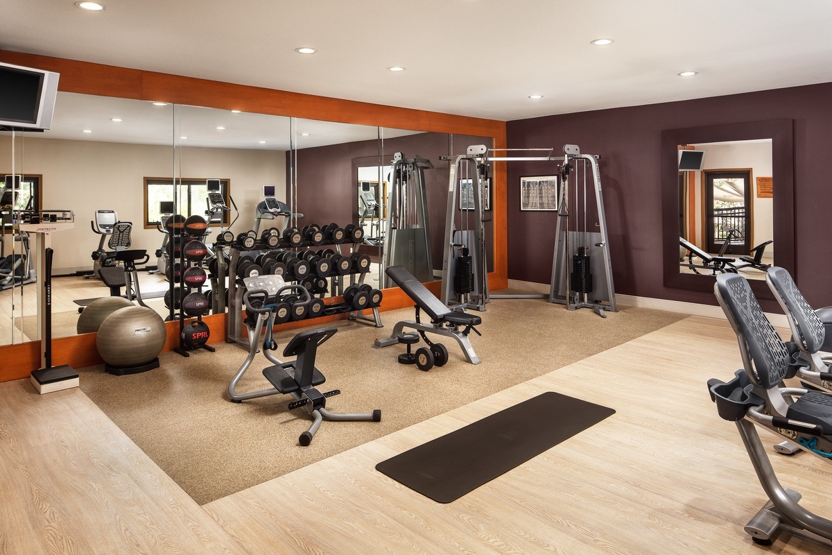 Hilton-2021-Claremont_Doubletree_fitness_center
