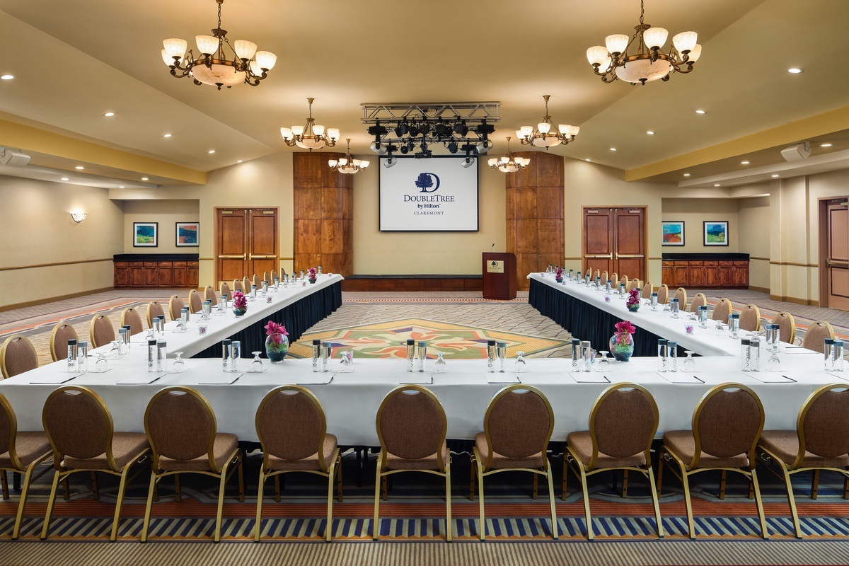 Hilton-2021-Claremont_Doubletree_meeting_space_Ushape