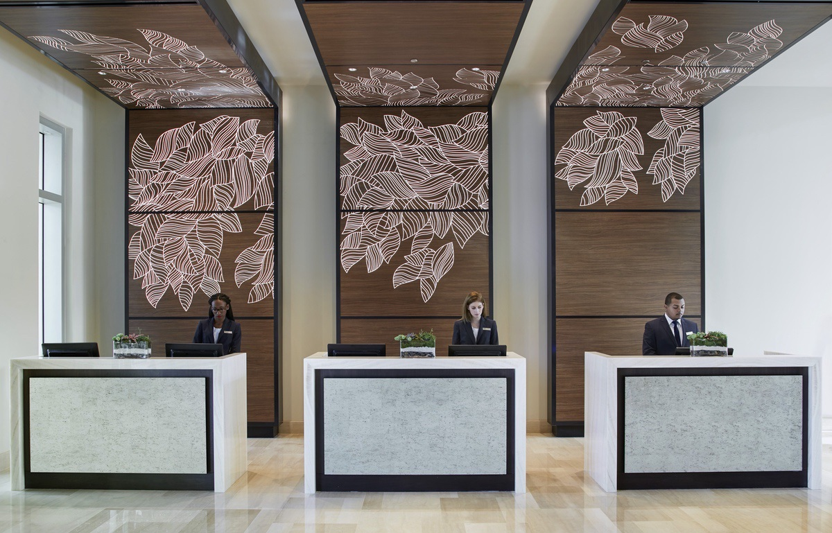 Hilton-2021-Front_Desk_with_Staff