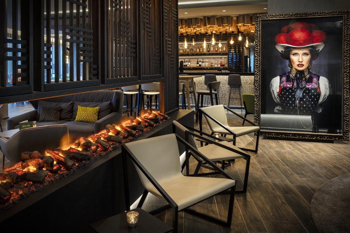 IHG-2021-Lobby & Fireplace