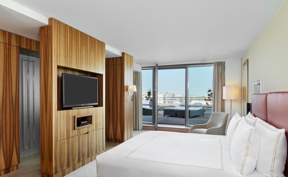 IHG-2021-Presidential_Bedroom