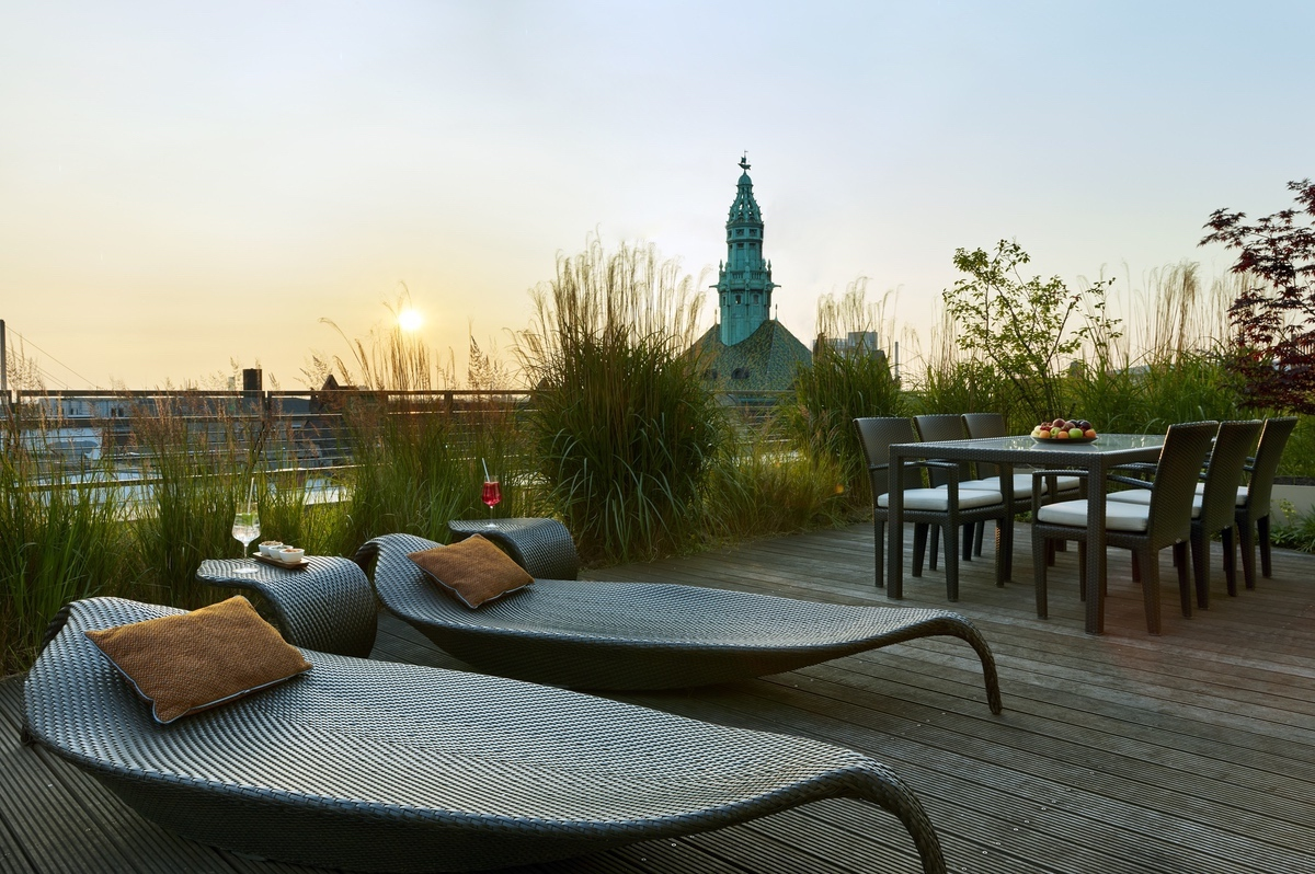 IHG-2021-Suite_Terrace
