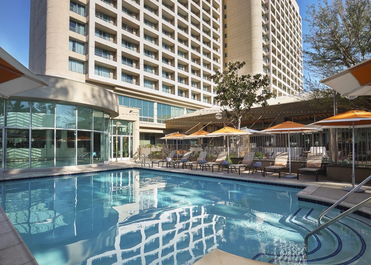 Marriott-2021-Woodland Hills Marriott pool