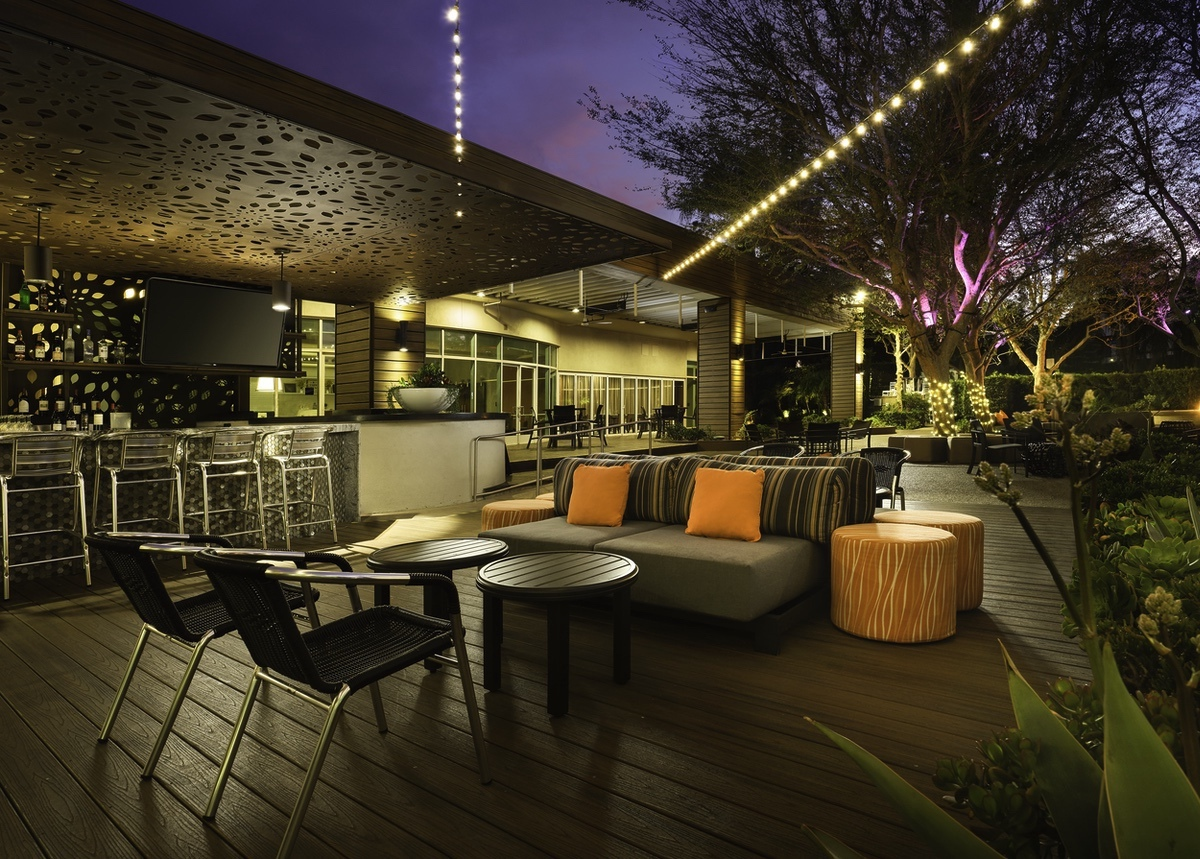 Marriott-2021-_Woodland Hills Marriott dusk patio 52-Edit(1)