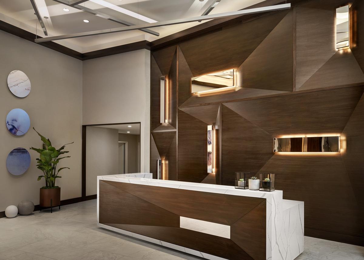 white-lodging-Austin AC front desk