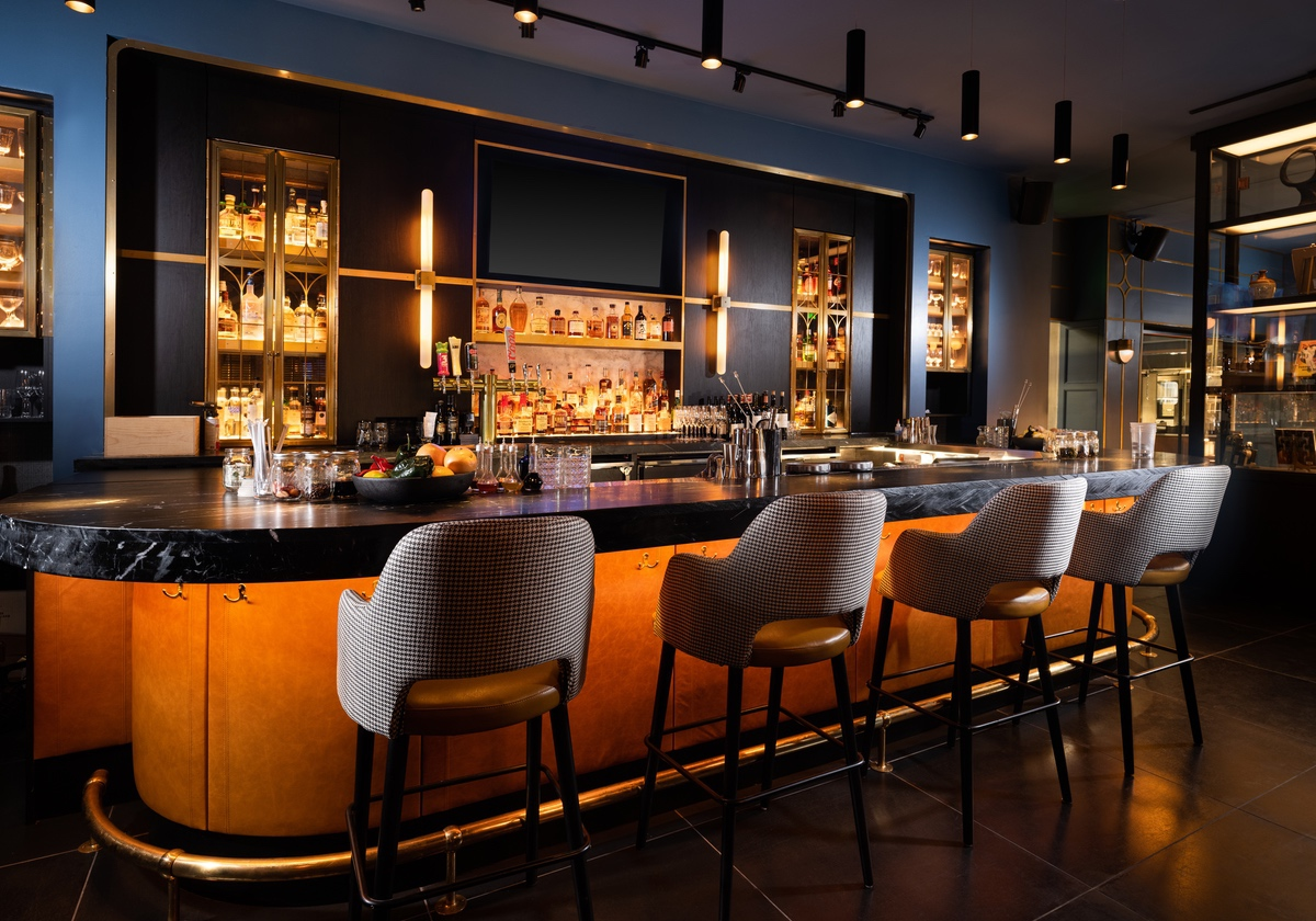 white-lodging-Union Club Hotel bar