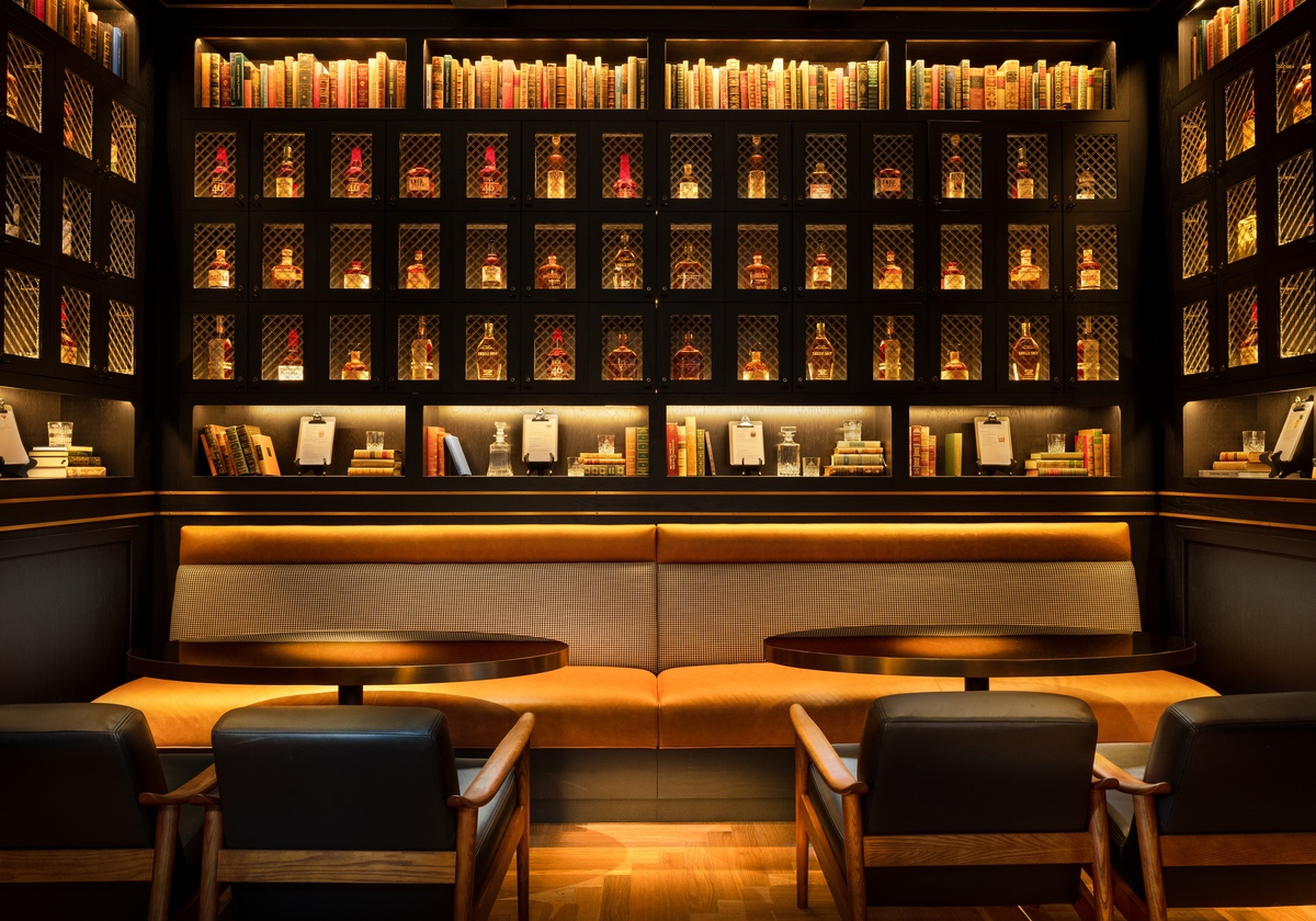 white-lodging-Union Club Hotel whiskey bar